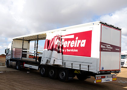 slider_cargas_completas_02 Transportes Hermanos Pereira
